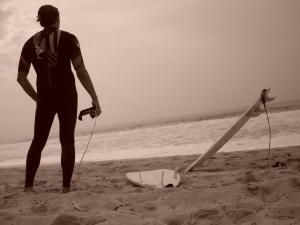 Stef Ducos, après quelques bonnes barriques, hésite à se remettre à l'eau - photo par Estim